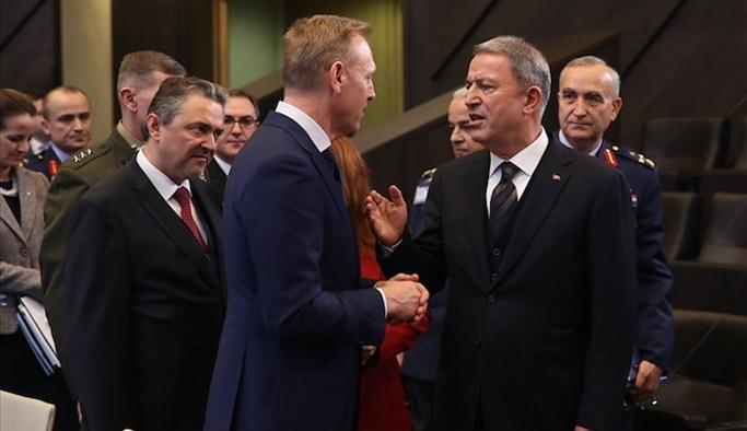 Akar'dan NATO'da diplomasi trafiği