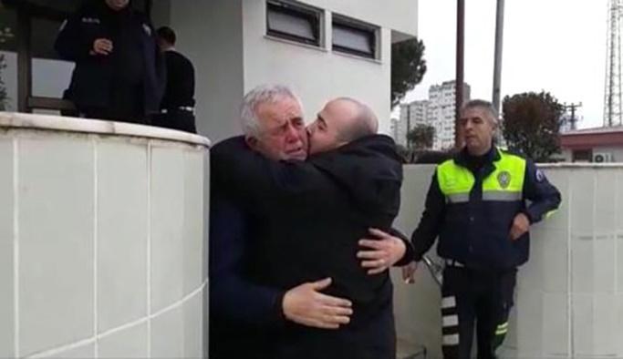 Baba ve oğlunun ağlatan kavuşması