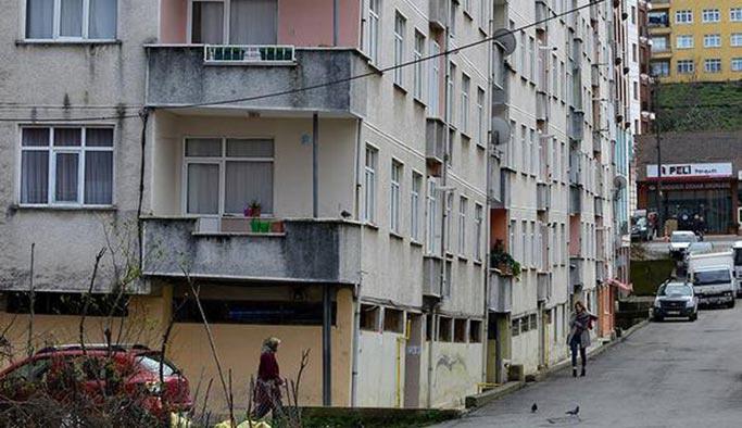 Bitişik 4 bina yan yattı, hala boşaltılmadı