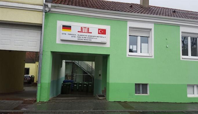 FETÖ'cüler Almanya'da cami görevlisini bıçakladı