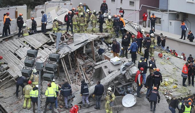 İstanbul'da çöken binada son durum