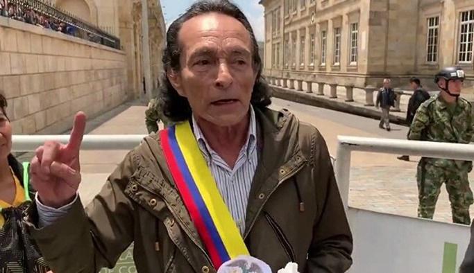 Kolombiya'da Muñoz, kendisini Devlet Başkanı ilan etti