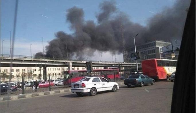 Mısır'da tren istasyonunda yangın çıktı: En az 10 ölü