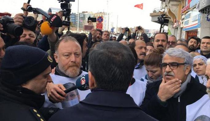 Taksim'de yürümek isteyen HDP'lilere izin çıkmadı