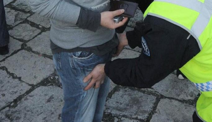 Üst araması yapan polisler tutuklandı