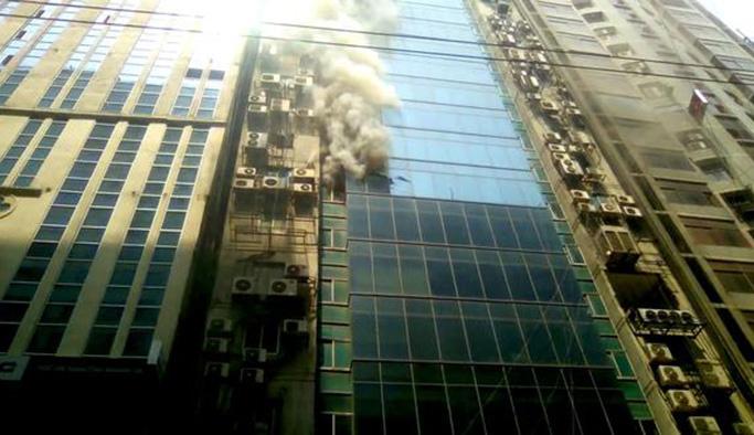 Bangladeş'te 22 katı binada yangın: Ölü ve yaralılar var