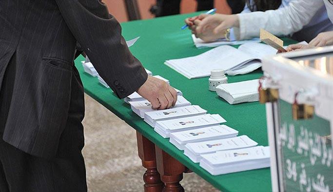 Cezayir karışınca seçimler ertelendi
