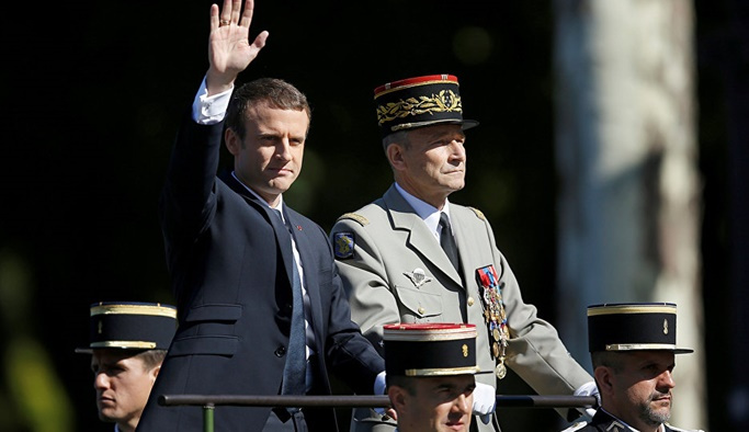 Fransa'da Macron orduyu göreve çağırdı
