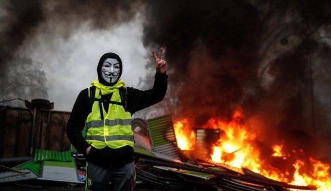 Fransız'da 'eylemcilere ceza' yasası onaylandı