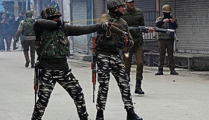 Keşmir'de sular durulmuyor: Çatışma çıktı, 2 ölü