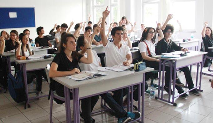 Liselerdeki ders sayıları düşürülecek