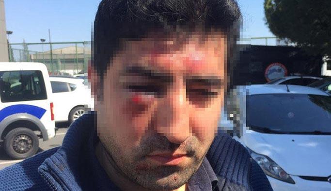 Turiste hakaret eden taksiciyi dövdüler, ihraç ettiler