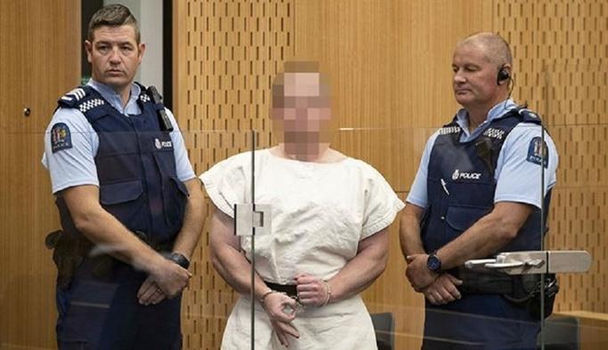 49 kişiyi katleden terörist mahkemeye çıkartıldı