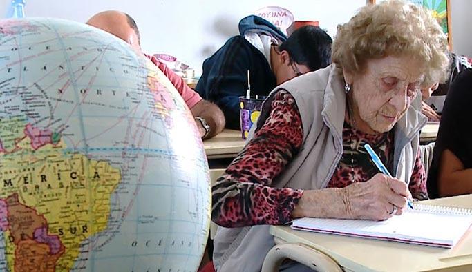 99 yaşında ilk okula başladı