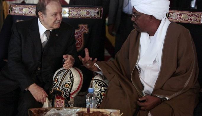 Arap Baharı geri mi döndü: 8 günde 2 lider devrildi