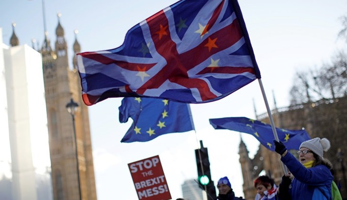 Brexit sürecinden yorulan İngilizler güçlü lider istiyor