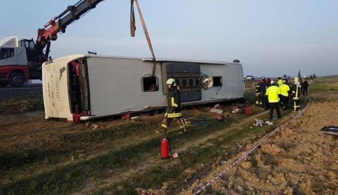 Denizli'de otobüs devrildi: 2 ölü, 22 yaralı