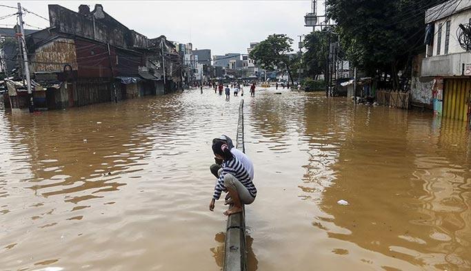 Endonezya'da sel onbinlerce insanı etkiledi