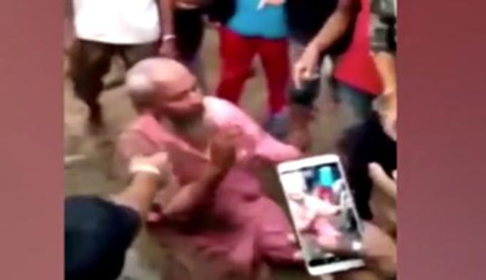 Hindistan'da inek eti satan Müslümana işkence