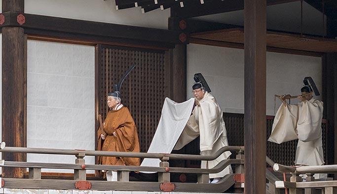 İmparator Akihito 30 yıllık tahtını devretti