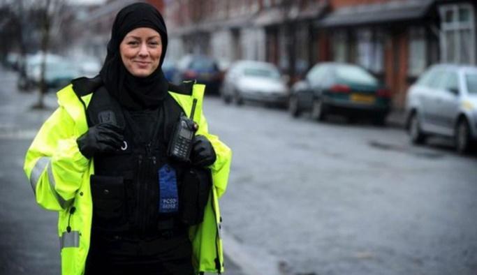İrlanda'da polise başörtüsü takma izni