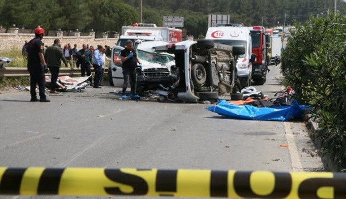İzmir'de katliam gibi kaza: 3'ü çocuk 7 ölü