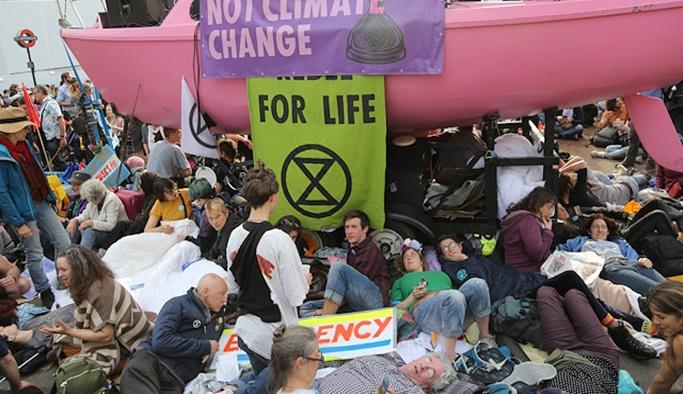 Londra'da çevrecilere müdahale: 460 gözaltı