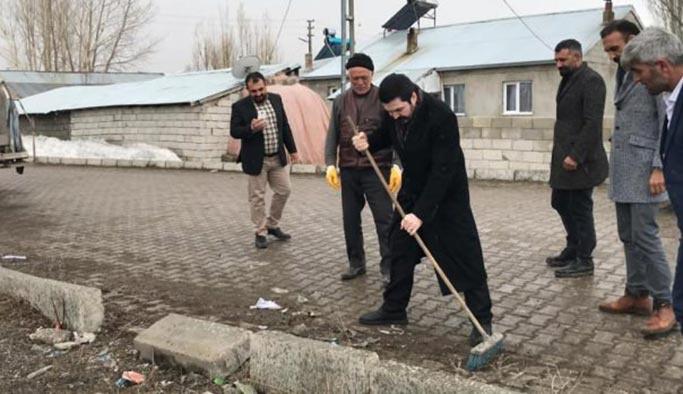 Savcı Sayan eline fırçayı aldı Ağrı sokaklarını temizlemeye başladı