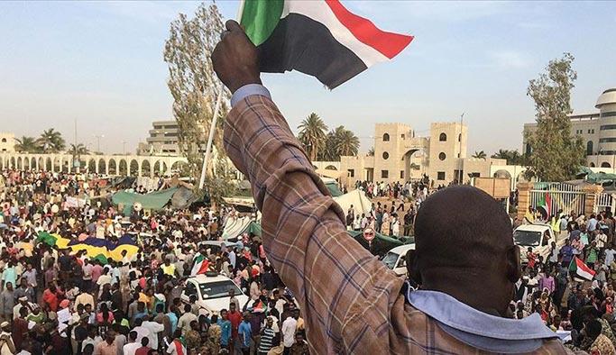 Sudan'da darbeye rağmen gösteriler sürecek