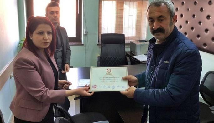 Tunceli'de seçilen TKP'li Maçoğlu mazbatasını aldı