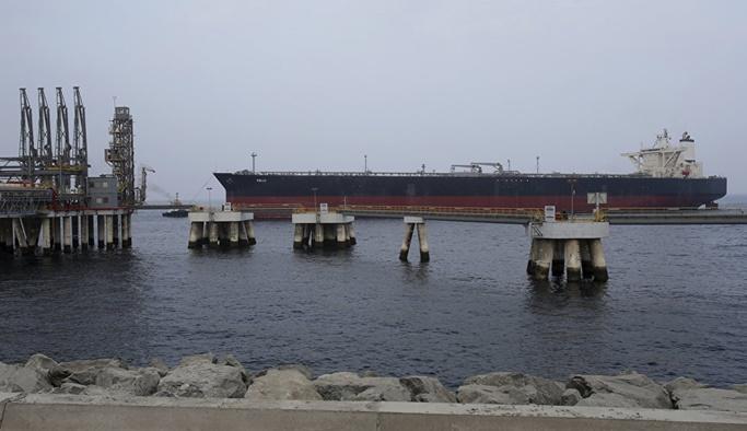 BAE'de limanda art arda patlamalar
