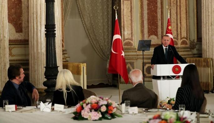 Cumhurbaşkanı Erdoğan sanatçılarla iftarda bir araya geldi