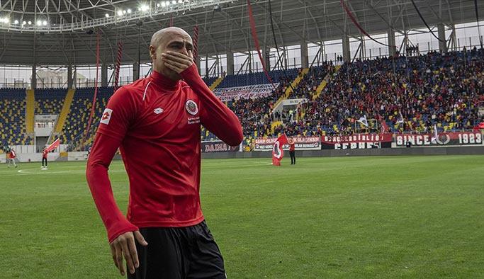 Futbolu bırakan Nobre'ye hüzünlü veda