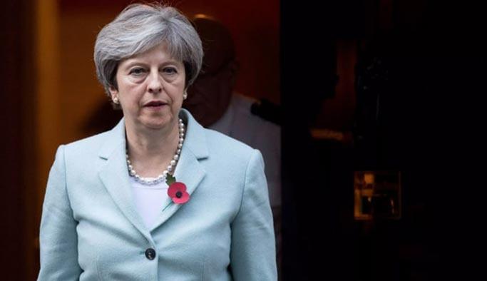 İngiltere'de siyasi kriz, May istifa edecek