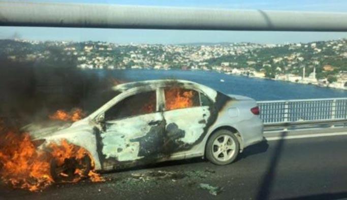 Köprü'de dehşet anları, aracını ateşe verip denize atladı