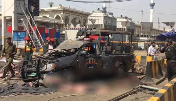 Pakistan'da Cuma namazı sırasında patlama