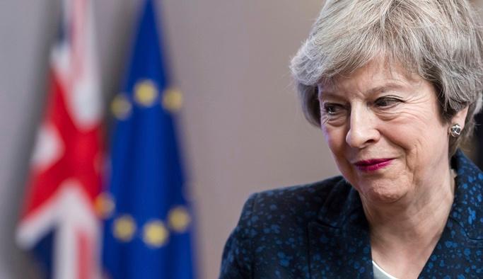 Başbakan May resmen istifa etti