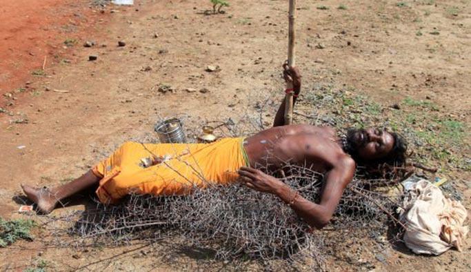 Hindistan'da sıcaktan ölümler başladı
