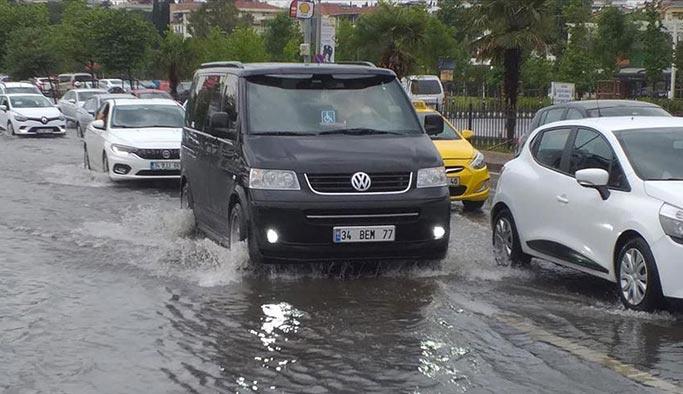 İstanbul'da ani yağışlar paniğe neden oldu
