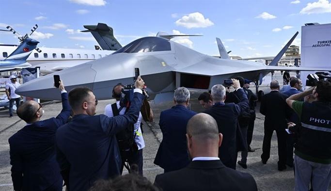 Milli savaş uçağı Fransa'da görücüye çıktı