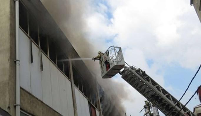 Pendik'te bir plastik fabrikasında yangın çıktı