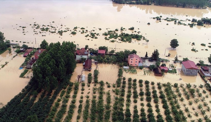 Tarım alanları sel sularının altında kaldı