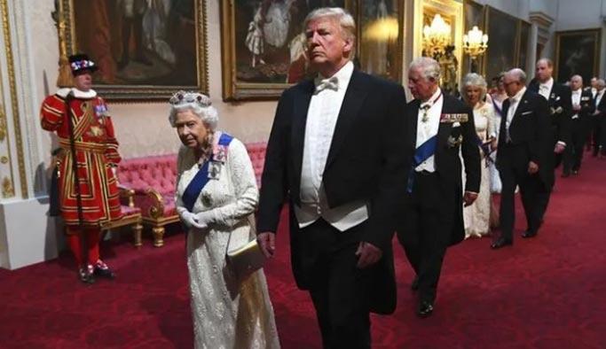 Trump, kraliçenin huzurunda geleneklere uymadı