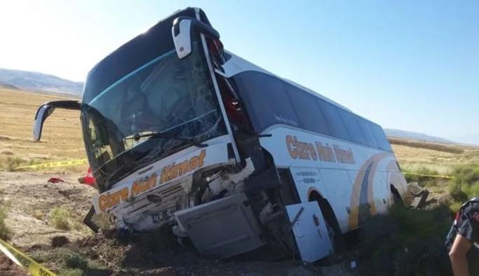 Cizre-İstanbul yolcu otobüsü Aksaray'da devrildi