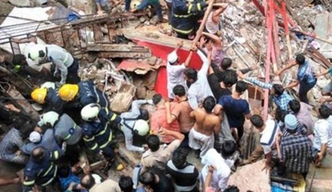Hindistan'da bina çöktü: Enkazda onlarca kişi var