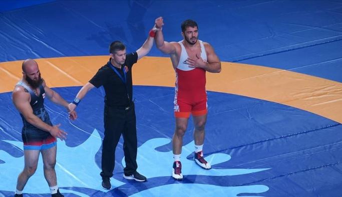 Cenk İldem güreşte bronz madalya kazandı
