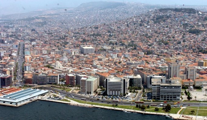 İzmir'in kent merkezinden geçen 17 fay hattı var