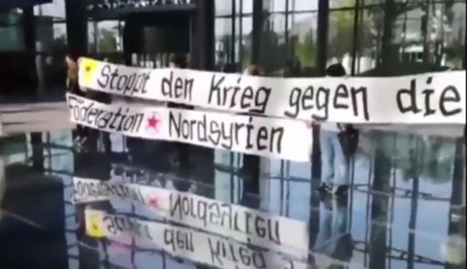 PKK yandaşları Türkiye'de fabrika açmayı planlayan Volkswagen'e saldırdı