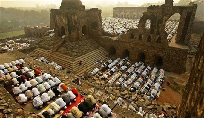 Hindistan'daki Babür Camii tartışması büyüyor, Şii liderden Ram tapınağına bağış