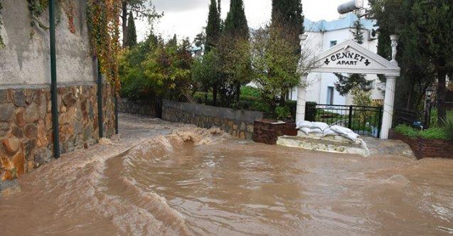 Bodrum ve Marmaris'i fırtınalı sağanak yağış vurdu